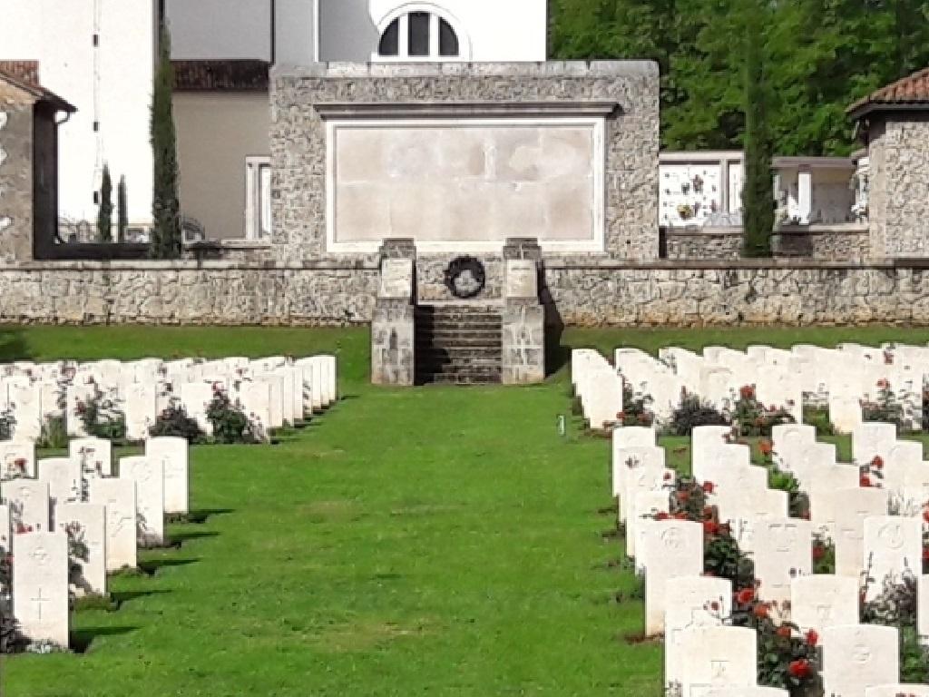 GIAVERA MEMORIAL - CWGC