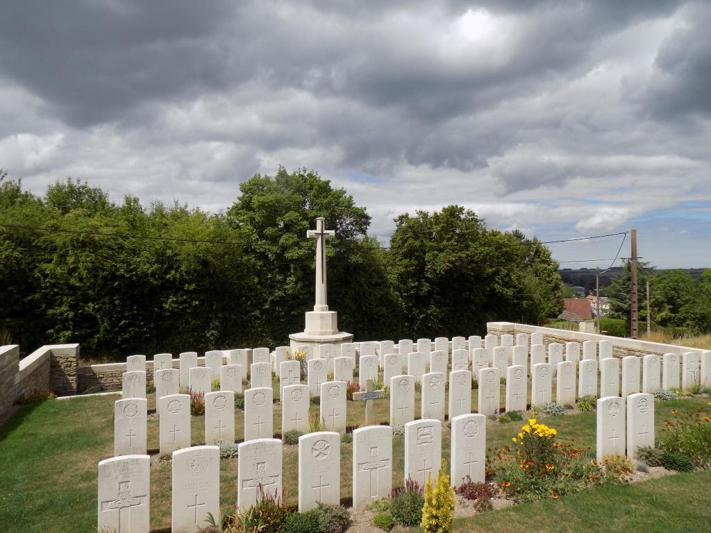 LONGPRE-LES-CORPS SAINTS BRITISH CEMETERY - CWGC