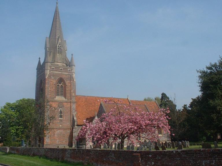 TILEHURST (ST. MICHAEL) CHURCH CEMETERY - CWGC