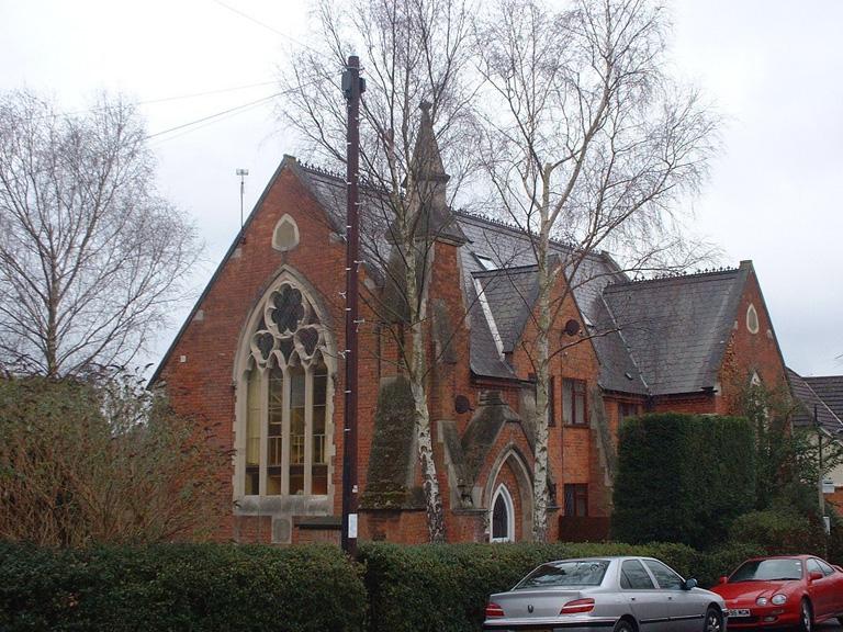 SUNNINGDALE UNITED REFORMED CHURCHYARD - CWGC
