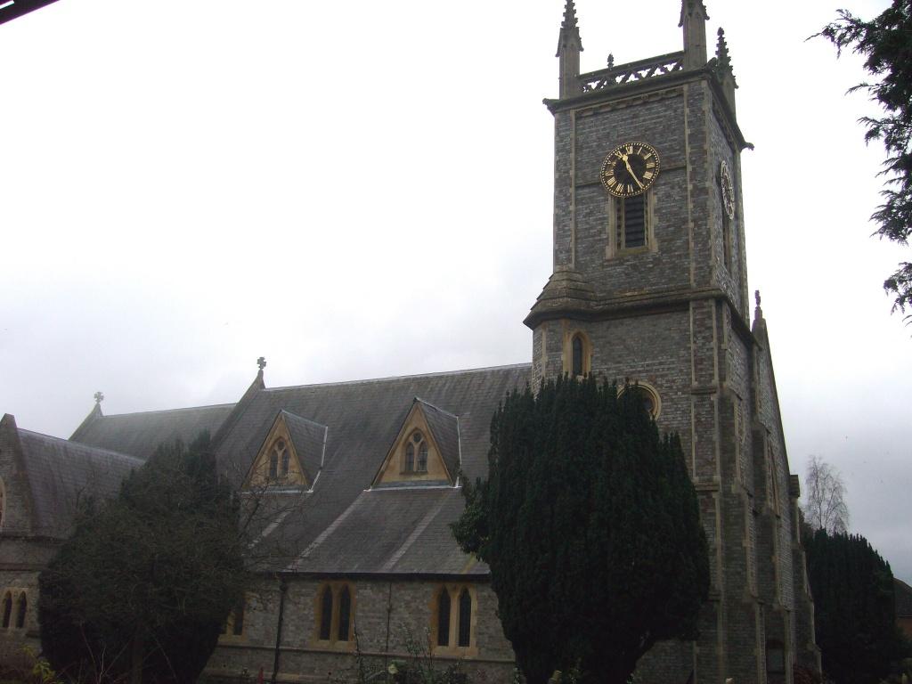 EARLEY (ST. PETER) CHURCHYARD - CWGC