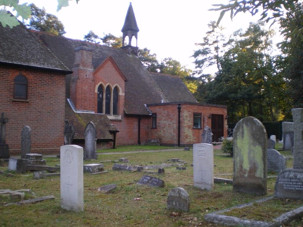 WOKINGHAM (ST. SEBASTIAN) CHURCHYARD - CWGC