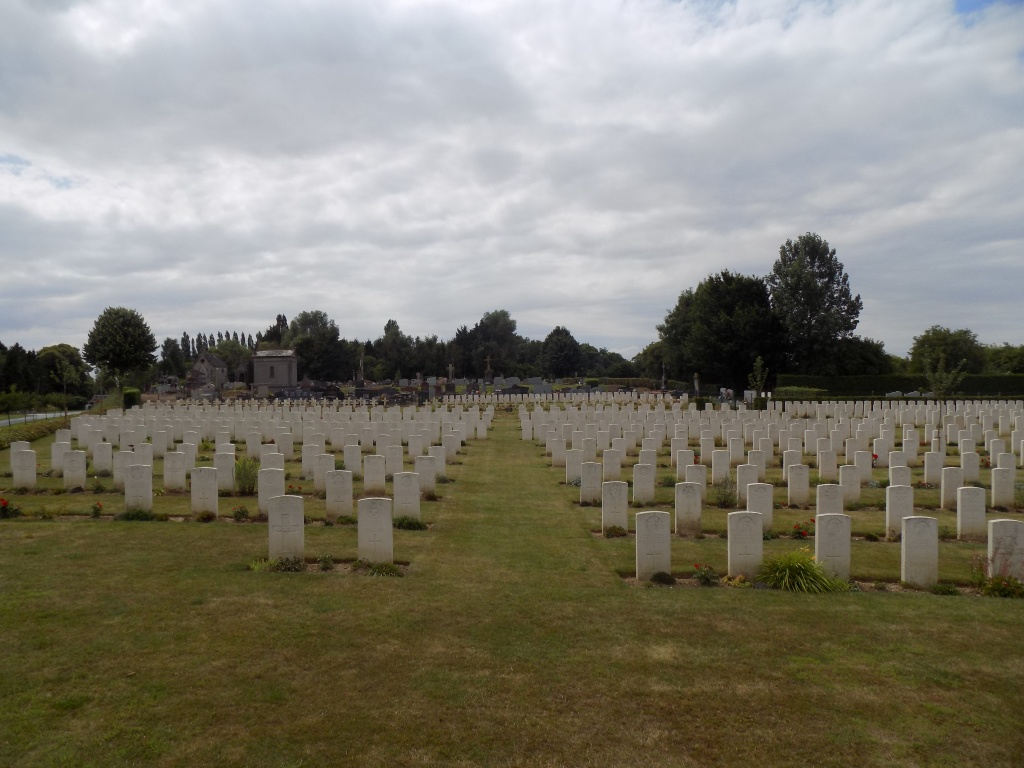 WARLOY-BAILLON COMMUNAL CEMETERY EXTENSION - CWGC