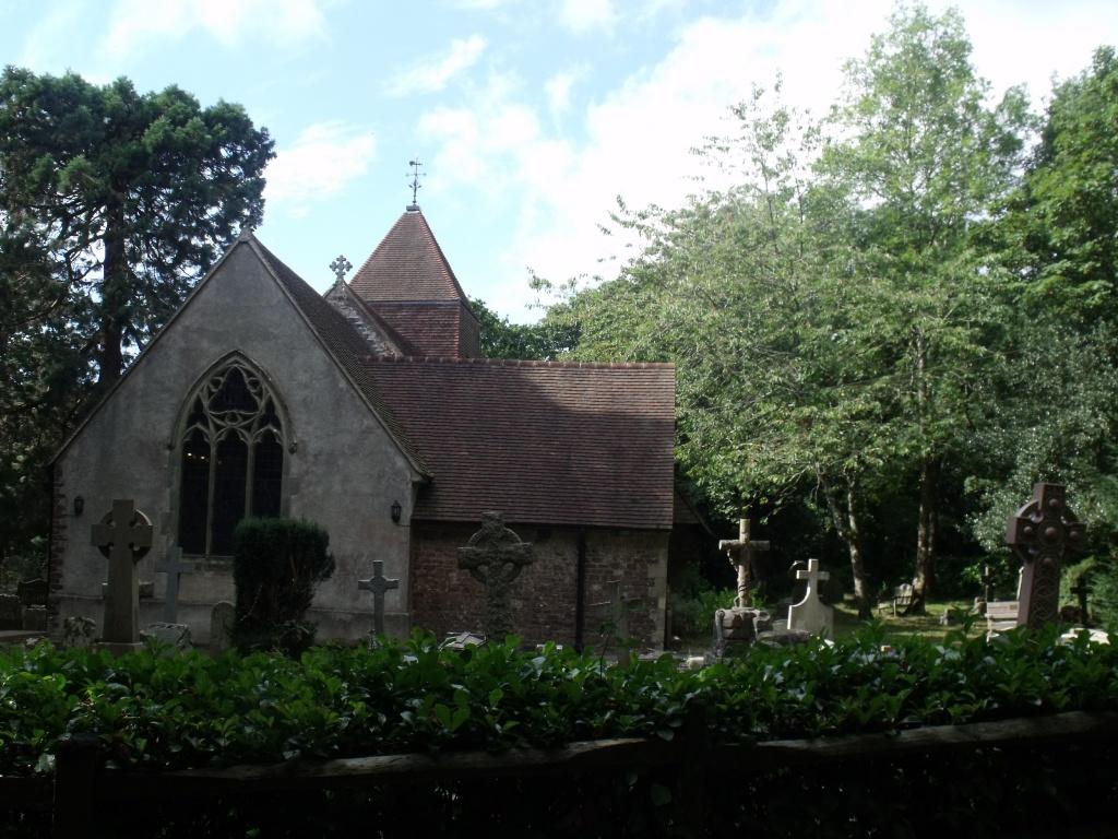HOLLINGTON (ST. LEONARD) CHURCHYARD - CWGC