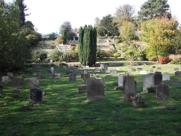 WEST HOATHLY (ST. MARGARET) CHURCHYARD - CWGC
