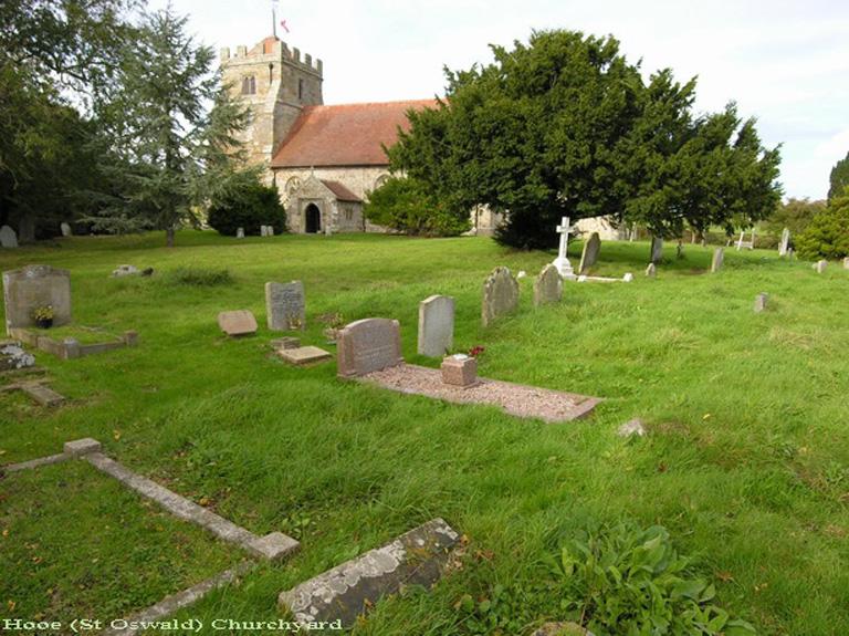 HOOE (ST. OSWALD) CHURCHYARD - CWGC