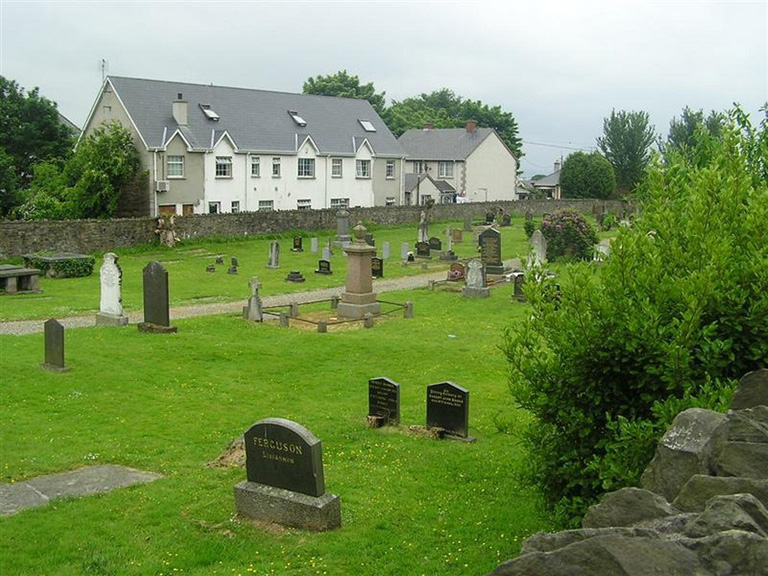 LOWER FAHAN (CHRIST CHURCH) CHURCHYARD - CWGC
