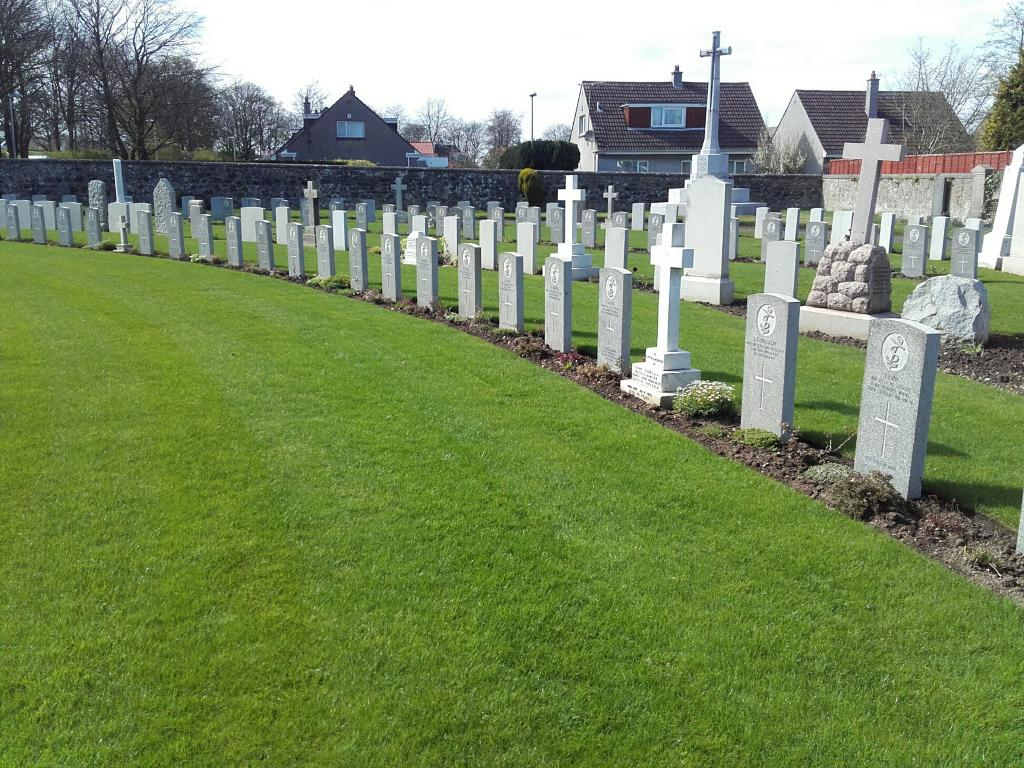 SOUTH QUEENSFERRY CEMETERY - CWGC