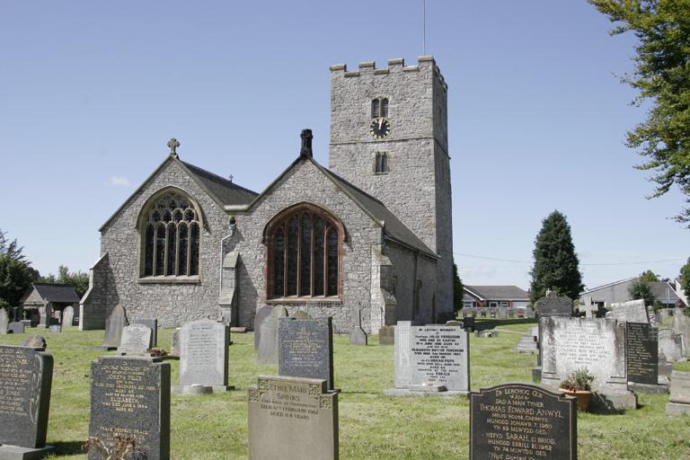 CAERWYS (ST. MICHAEL) CHURCHYARD - CWGC