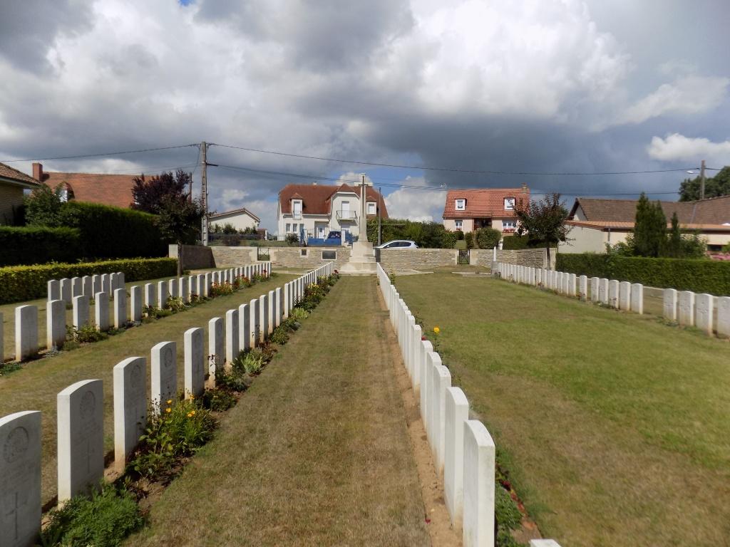 QUERRIEU BRITISH CEMETERY - CWGC
