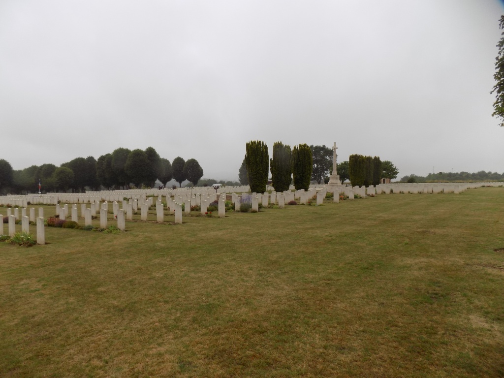 ABBEVILLE COMMUNAL CEMETERY EXTENSION - CWGC