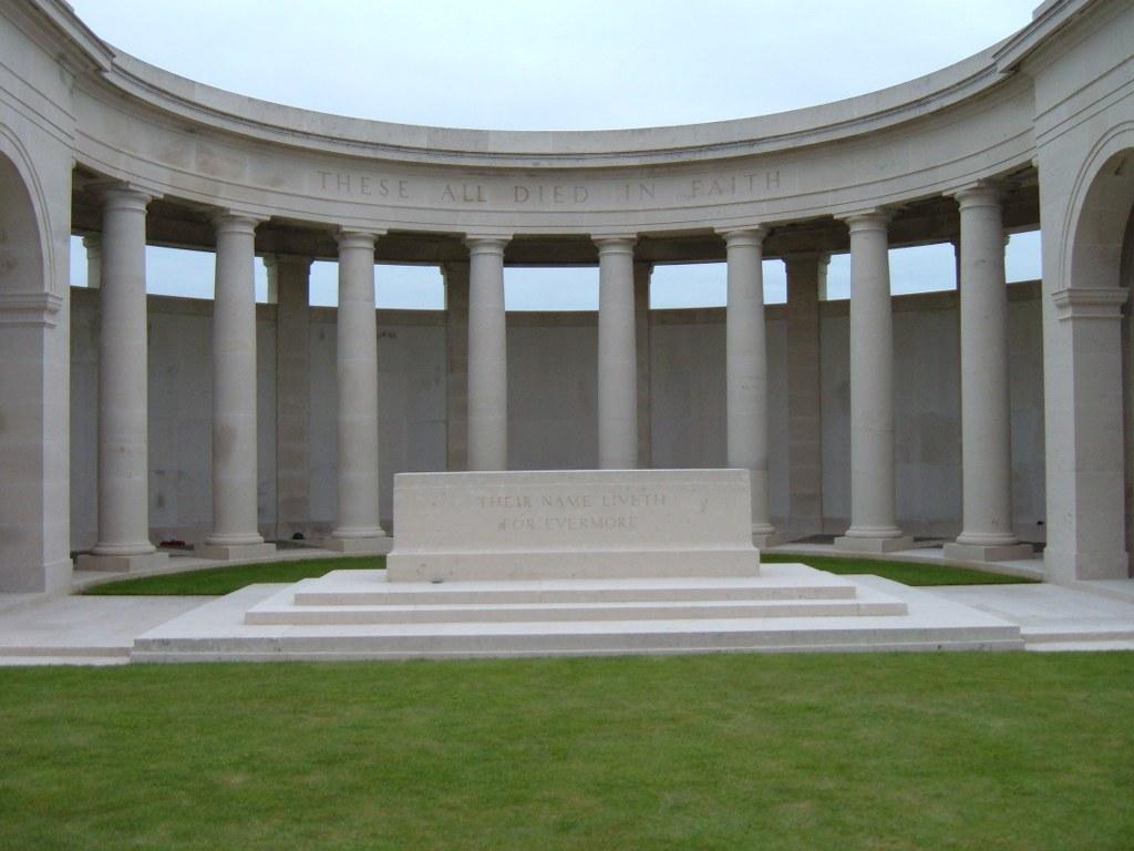 CAMBRAI MEMORIAL, LOUVERVAL - CWGC