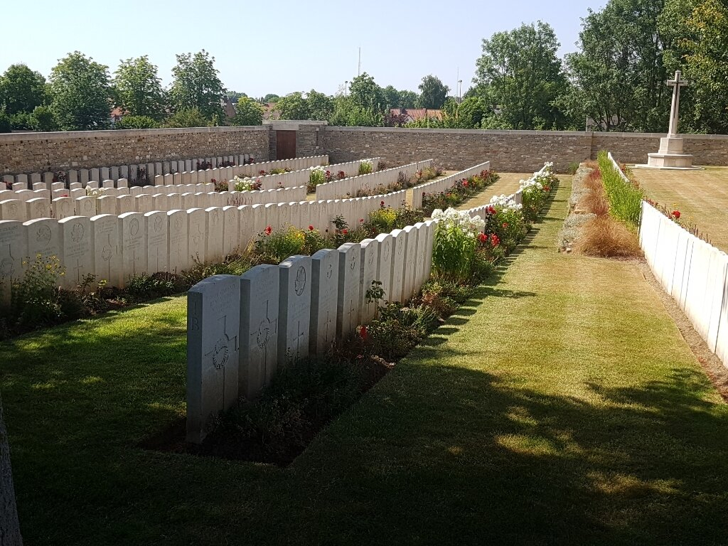 DOULLENS COMMUNAL CEMETERY EXTENSION NO.2 - CWGC