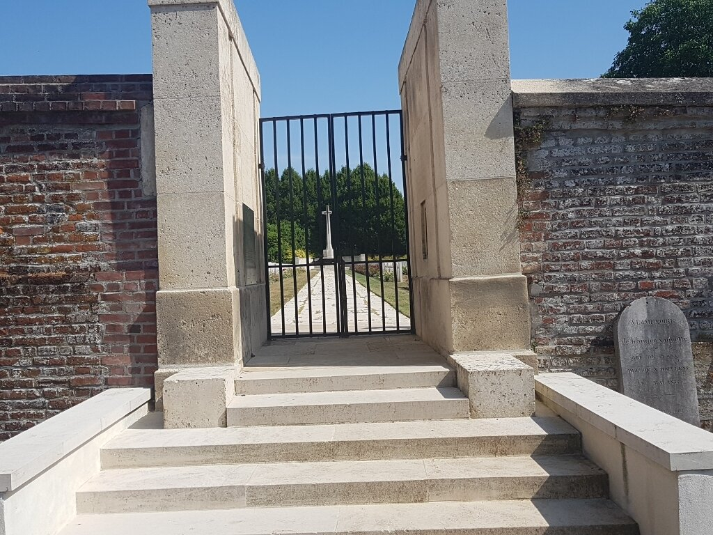 DOULLENS COMMUNAL CEMETERY EXTENSION NO.1 - CWGC