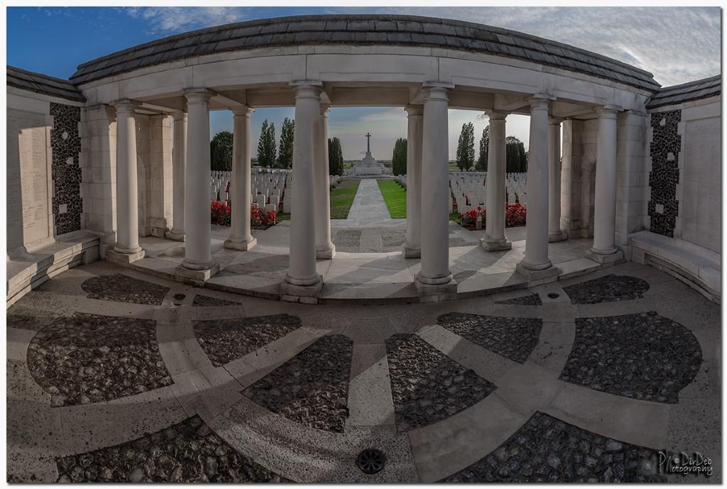 TYNE COT MEMORIAL - CWGC
