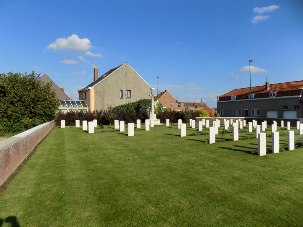 LE TOUQUET RAILWAY CROSSING CEMETERY - CWGC