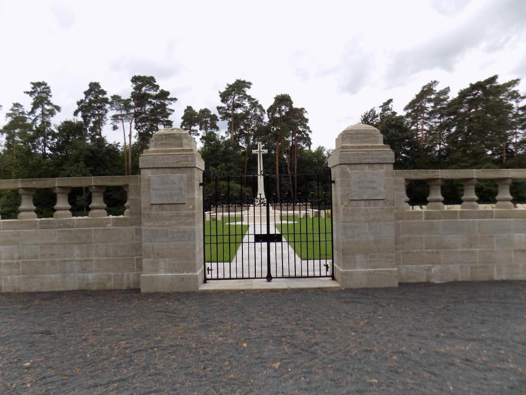 BERLIN SOUTH-WESTERN CEMETERY - CWGC