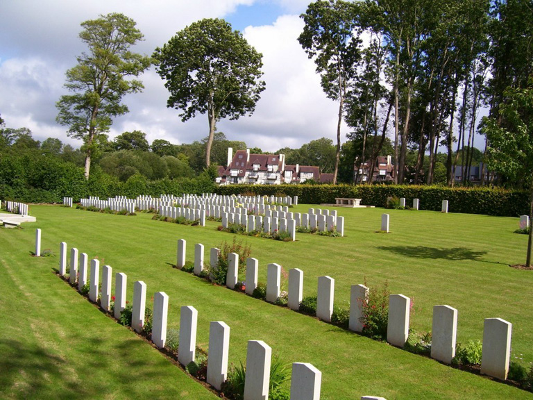 TOURGEVILLE MILITARY CEMETERY - CWGC